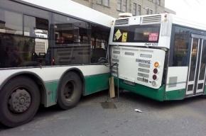 У станции метро Ломоносовская в ДТП с двумя автобусами пострадали 6 человек