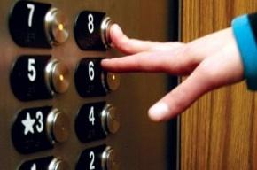 В Петербурге преступники ограбили семиклассника в лифте