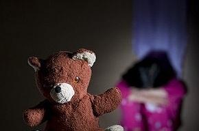 В Петербурге отец в течение месяца насиловал свою 13-летнюю дочь