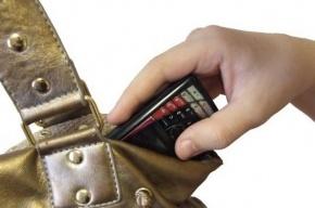 Безработный петербуржец украл телефон у подростка