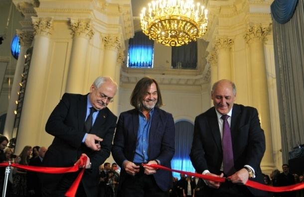 В Смольном соборе открывается выставка Никаса Сафронова