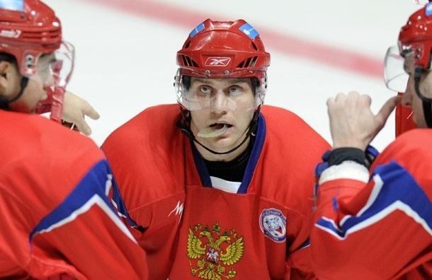 Хоккеисту Евгению Бирюкову сделали операцию после перелома челюсти