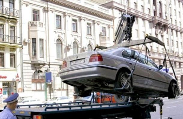 В Петербурге эвакуировали машину с четырехлетним ребенком