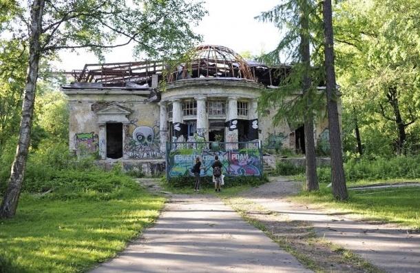Разрушающийся особняк в Удельном парке не станет досуговым центром