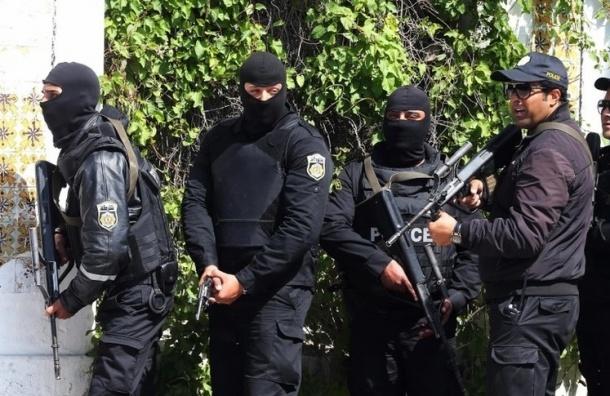 В Тунисе в результате нападения боевиков на отели погибли почти 30 человек