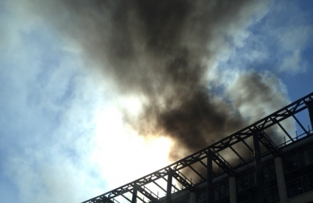 В Петербурге почти час спасатели тушили пожар в «Невской ратуше»