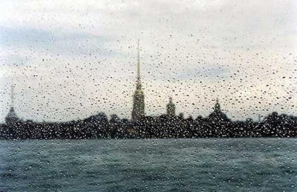 В Петербург придут грозы и усилится ветер