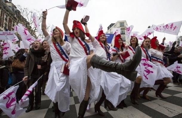 Французам рекомендовали вести себя в США поскромнее