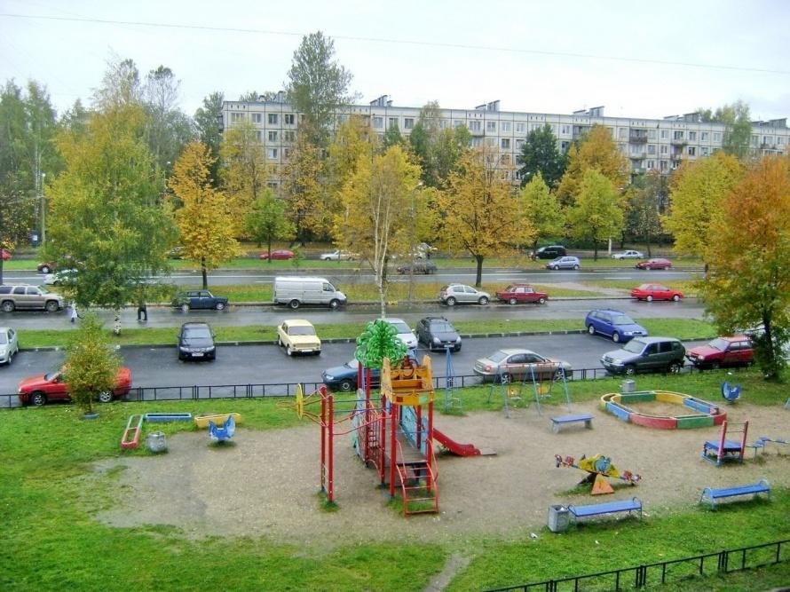 Так раньше выглядела детская площадка на  пр. Науки 44