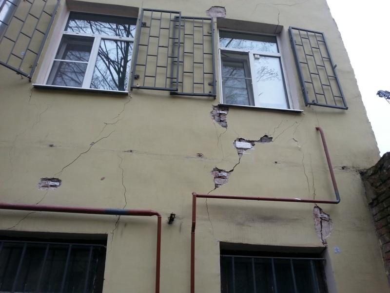 Повреждения дома 51 на 14 линии