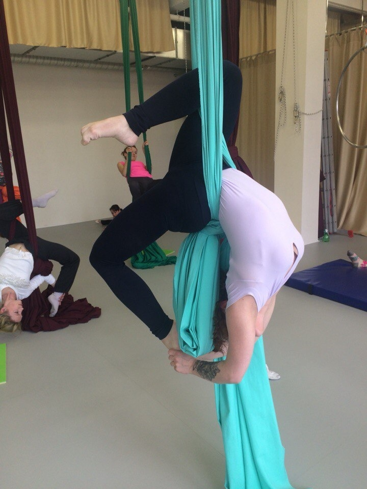 гимнастика на полотнах