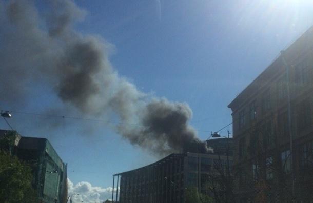 ВДегтярном переулке горит бизнес-центр «Ратуша»