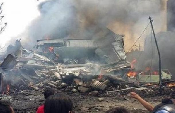 В Индонезии упал военный самолет: количество жертв увеличилось до 38