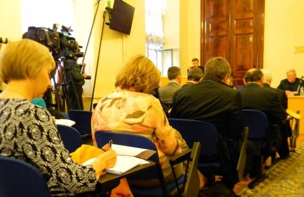 Депутаты и журналисты обсудили новые запреты для СМИ