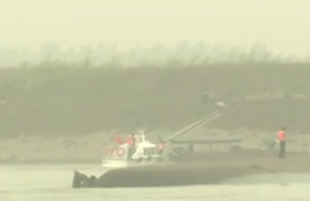 В Китае затонул туристический паром, на борту которого было 458 человек