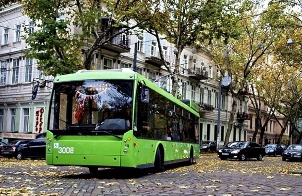 В Петербурге начали испытывать новый автономный троллейбус