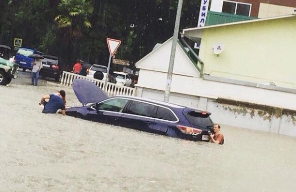 Почти 300 человек эвакуировано из подтопленных паводком районов