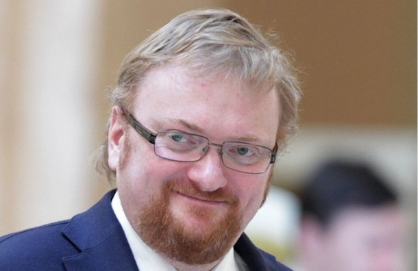 Депутаты ЗакСа поддержали законопроект Милонова о запрете ходить по Петербургу в купальниках