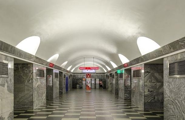 В Петербурге две станции метро будут закрыты на вход по утрам