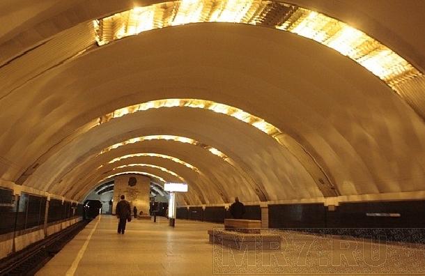 Коллапс в петербургском метро: закрыли сразу три станции «синей» ветки