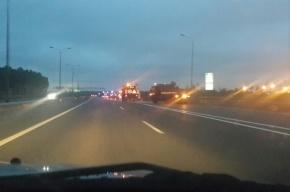 На КАД автомобиль врезался в ограждение: погибли трое
