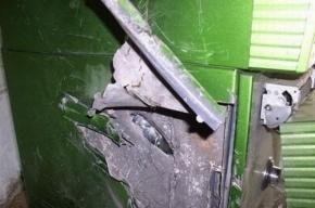 В центре Петербурга неизвестный разбил кувалдой банкомат и похитил из него деньги