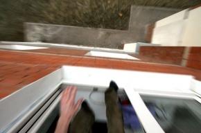 В Петербурге 86-летний мужчина выбросился из окна второго этажа