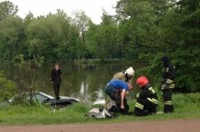 В Сестрорецке автомобиль Porsche утонул в озере