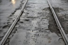 В Петербурге местный житель съел десять монет и попытался броситься под трамвай