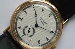 В течение четырех лет полиция Петербурга искала местного жителя, укравшего часы за 4 млн рублей