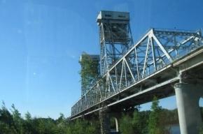 Сегодня днем на несколько часов разведут мост через реку Свирь на трассе «Кола»