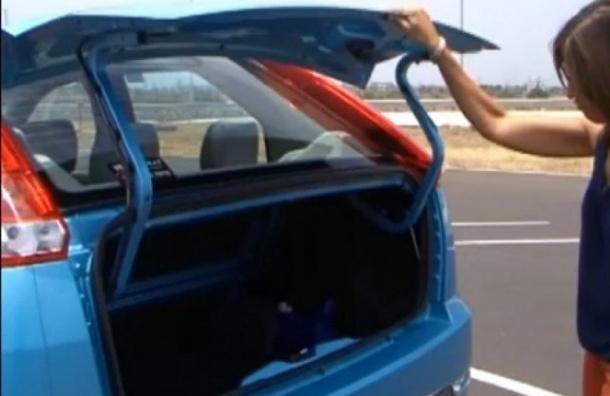 В Василеостровском районе в багажнике Volkswagen оставили грудного ребенка