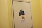В торговых центрах у значков «ИНВАЛИД» появились «МАМЫ»: Фоторепортаж