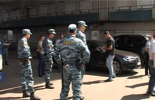 Спецоперация на оптовом рынке в Петербурге: задержаны 70 человек