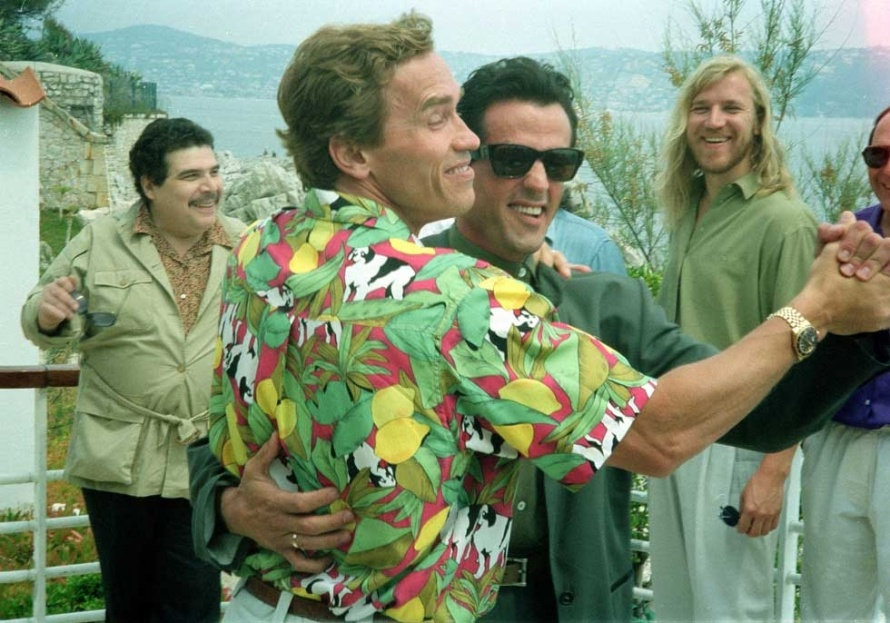 simpsonswiki Arnold-Schwarzenegger-dancing-with-Sylvester-Stallone-in-Cannes-1990