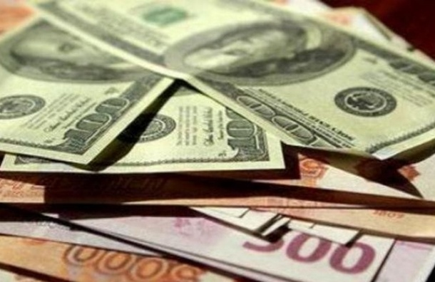 Курс доллара с начала торгов сегодня снизился по отношению к рублю