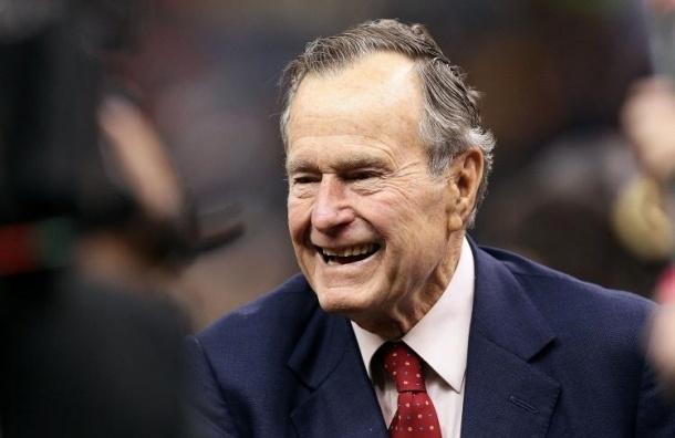 Джордж Буш-старший госпитализирован из-за перелома шейного позвонка