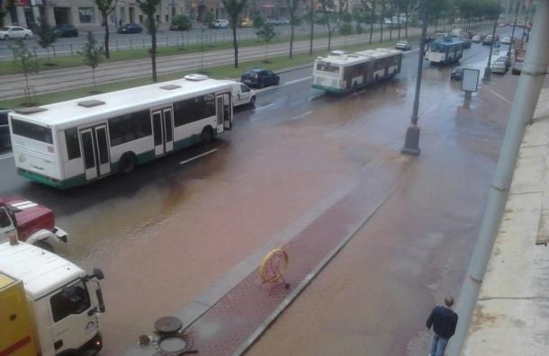 Прорыв трубы в Московском районе локализован