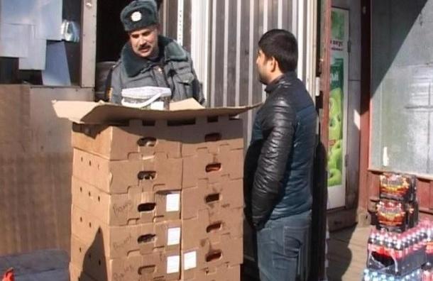 Крупнейший оптовый рынок Петербурга окружили сотни полицейских