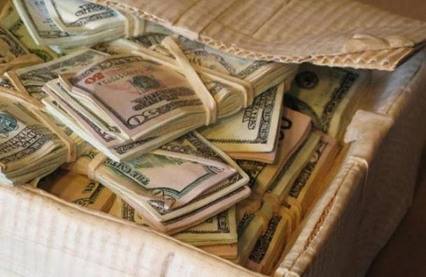 В Петербурге из «Сити Инвест Банка» изъяли 100 килограммов долларов депутата Госдумы