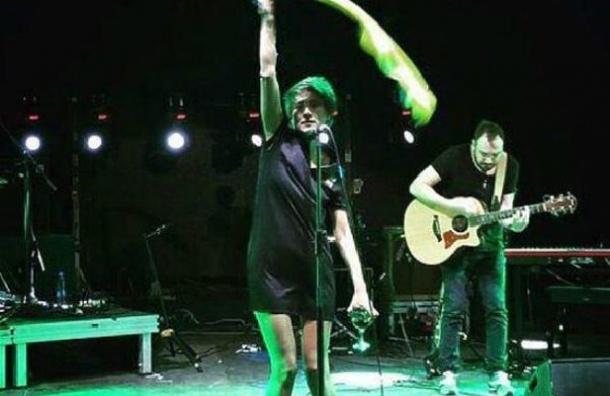 Певица Земфира прокомментировала свое выступление с украинским флагом