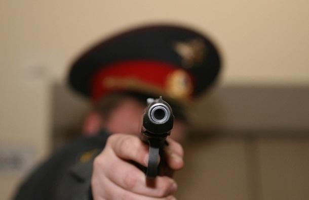 Госдума хочет разрешить полицейским стрелять в женщин