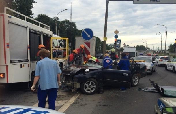 В Петербурге пьяный автомобилист устроил аварию