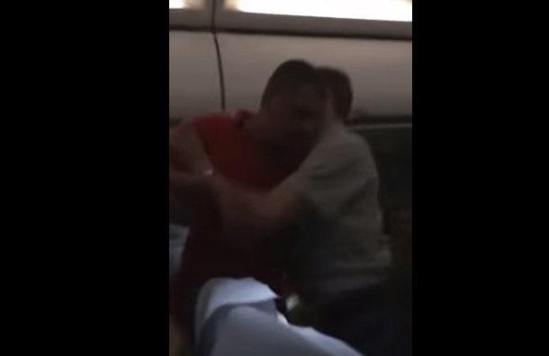 Дебошира рейса «Гонконг — Владивосток» усмиряли скотчем