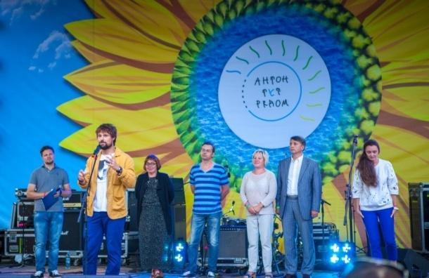 На благотворительном фестивале «Антон тут рядом» выступят «Запрещенные барабанщики», Вася Обломов, Malinen и Юрий Шевчук