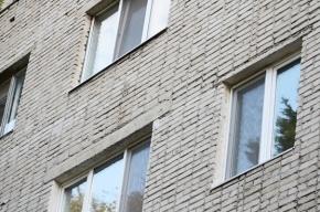 В Ленобласти собутыльник вытолкал из окна своего знакомого после пьяной ссоры