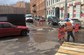 В Петербурге ликвидировали прорыв трубы на канале Грибоедова