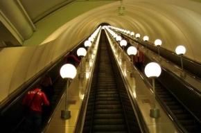 В Москве на станции метро Пушкинская пассажиру оторвало пальцы на эскалаторе