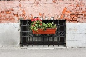 Петербуржцы предпочитают мириться с курильщиками на лестничных площадках