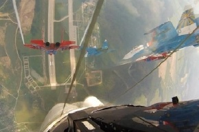 В небе над Петербургом вновь начали летать истребители